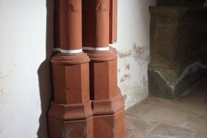 Befund im Westchor: Dienste oben nach 1414, untere Zone 1900 neu, Treppenstufe von 1912