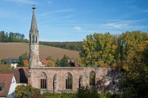 Gotische Klosterkirche (um 1250) mit dem kleinen Turm im Westen (um 1500)